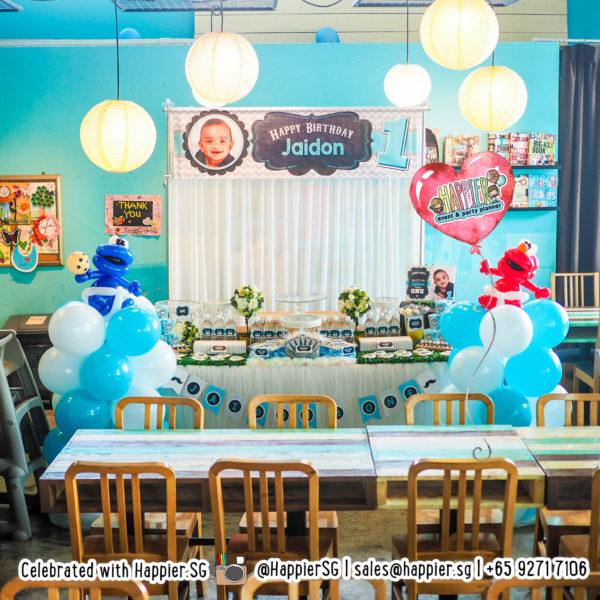 Elmo-Cookie-Monster-balloon-columns-pillars