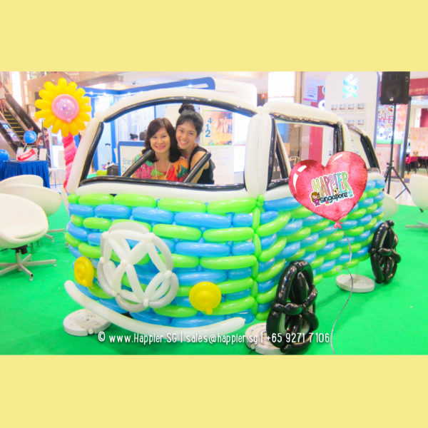 Life-size-car-kombi-balloon-sculpture-decoration