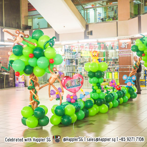 Safari animal balloon column and landscape