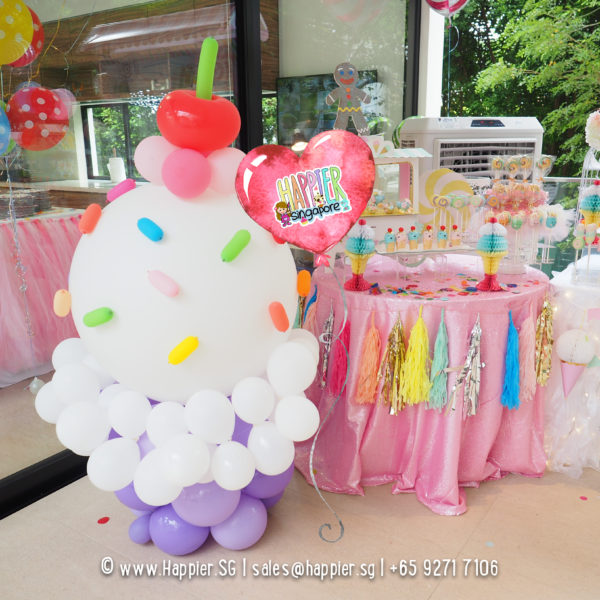 Life-size-cupcake-balloon-sculpture-decoration